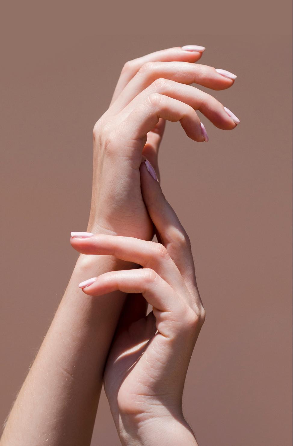 サンディング一切不要。爪を美しく健康に導き、施術時間を大幅短縮。